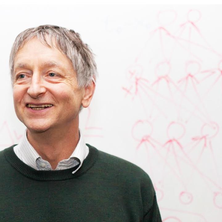 Goeffrey Hinton, padre de la inteligencia artificial moderna