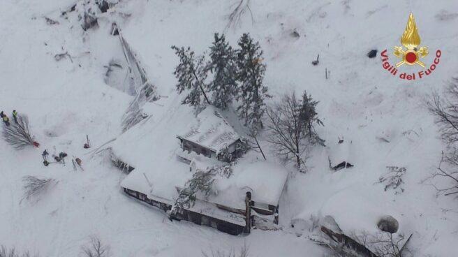 El Hotel Rigopiano, ubicado en la localidad de Farindola, en el centro de Italia, sepultado por la nieve.