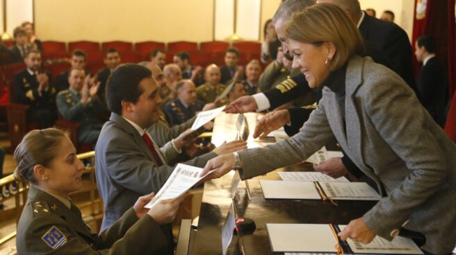 La ministra de Defensa, María Dolores de Cospedal, en la clausura de los cursos del Ceseden.