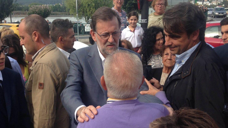 El presidente del Gobierno, Mariano Rajoy, durante la campaña electoral del 25S, en Pontedeume.
