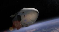 Dos turistas a la luna en la cápsula Dragon 2