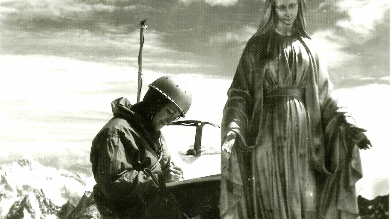 Mari Carmen Arribas en la cumbre del Diente del Gigante en 1966.