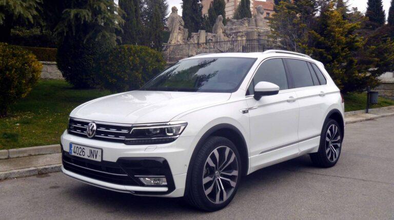 Con el paquete exterior R-Line, el Volkswagen Tiguan luce un magnífico aspecto. Incluye paragolpes específicos, estribos laterales y llantas Suzuka de 20 pulgadas con neumáticos255/40.
