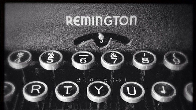 Teclado de un modelo antiguo de máquina de escribir Remington.