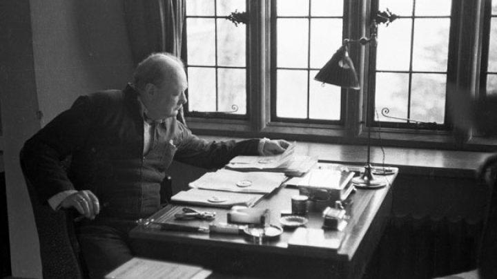 En su escritorio, en 1939