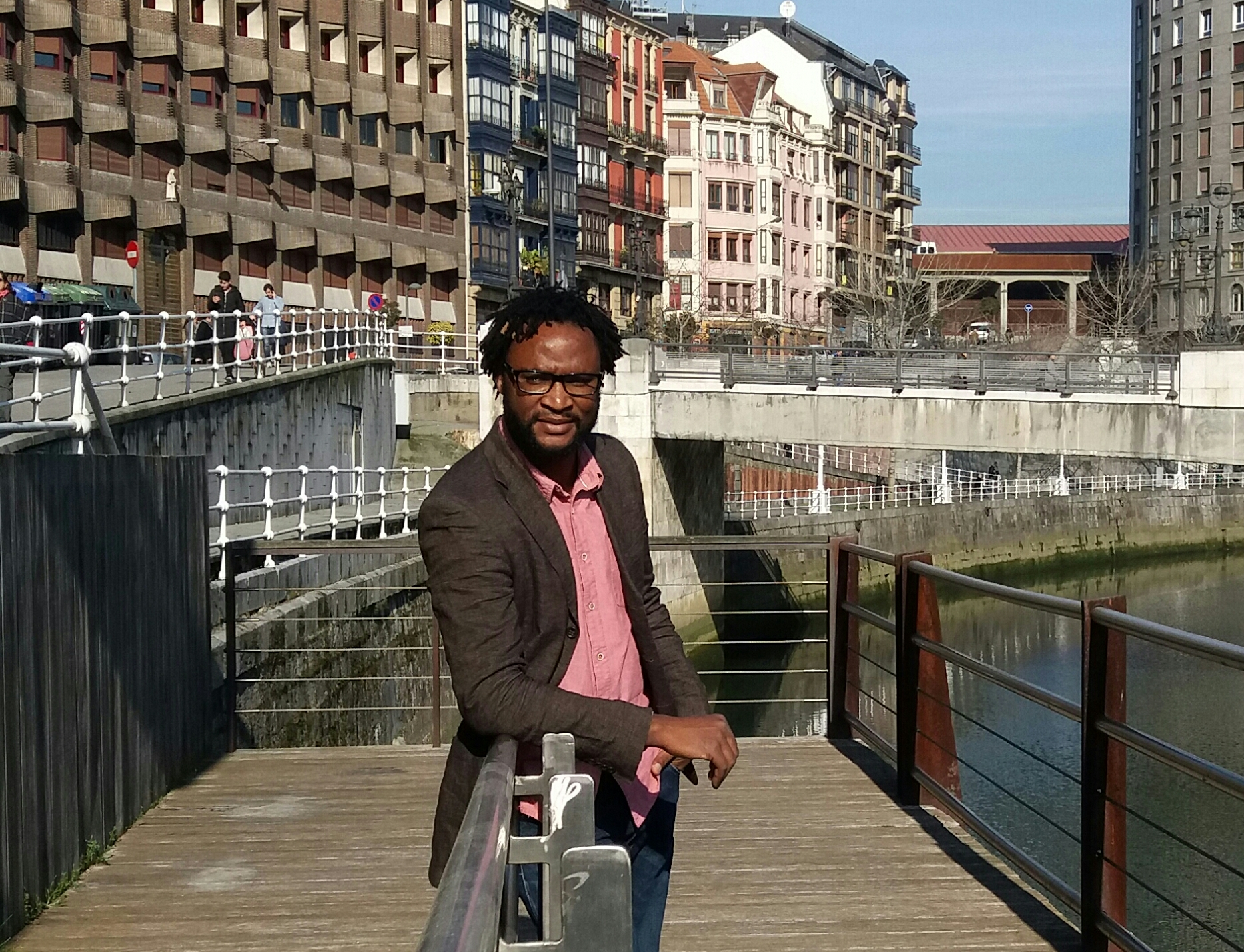 El director de cine ugandés, Kamoga Hassan creador del festiva de cine gay en Uganda