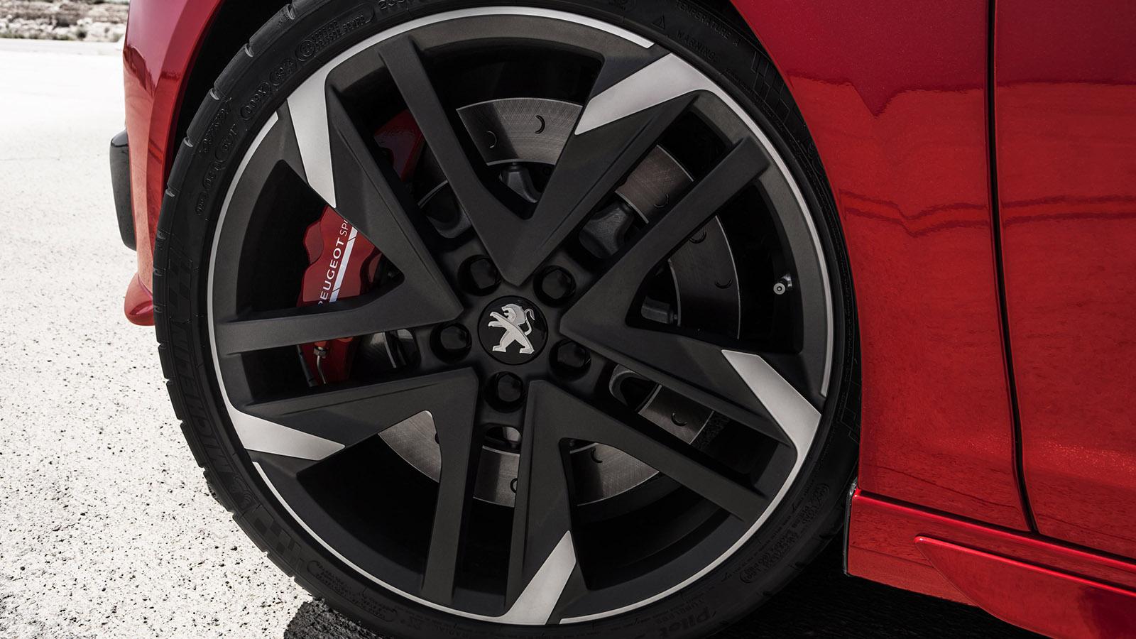 La versión de 270 CV equipa de serie unas exclusivas llantas tipo Reverse de 19 pulgadas, calzadas con neumáticos 235/35. Asimismo monta discos delanteros más grandes con pinzas de cuatro pistones en color rojo.La versión de 270 CV equipa de serie unas exclusivas llantas tipo Reverse de 19 pulgadas, calzadas con neumáticos 235/35. Asimismo monta discos delanteros más grandes con pinzas de cuatro pistones en color rojo.