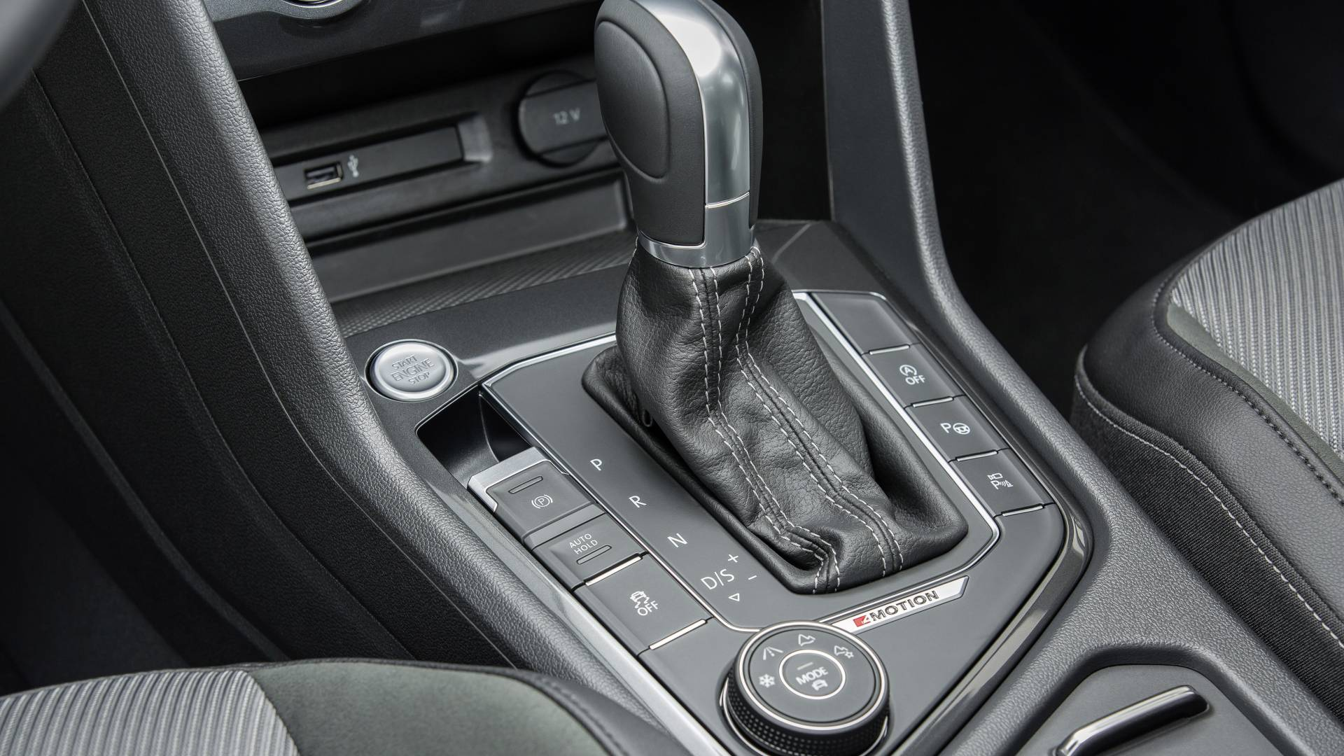 Este dispositivo permite al conductor adaptar el vehículo, mediante cuatro programas, a las condiciones del terreno. Se acciona por medio de un selector giratorio situado al lado de la palanca de cambio