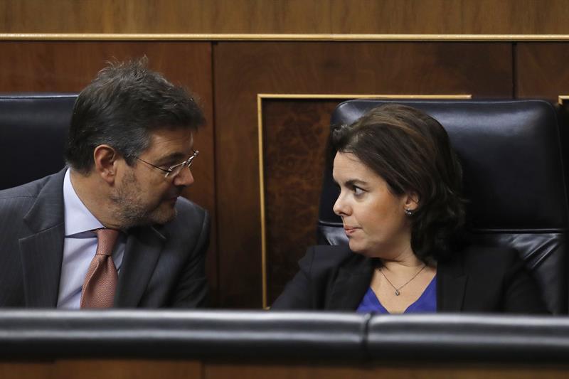 El ministro de Justicia, Rafael Catalá, y la vicepresidenta, Soraya Sáenz de Santamaría.