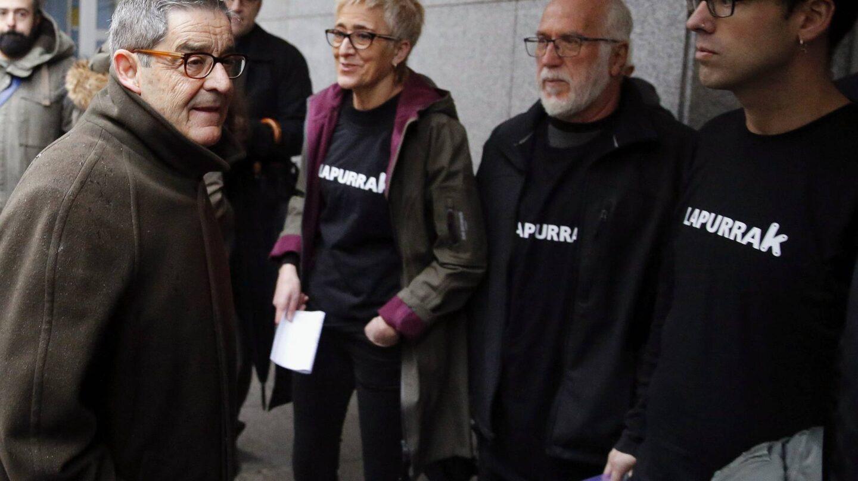 El ex presidente de Kutxabank, Mario Fernández, antes de entrar al juzgado.