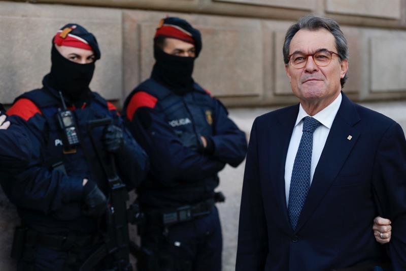 El ex presidente de la Generalitat, Artur Mas, a su llegada a los juzgados.
