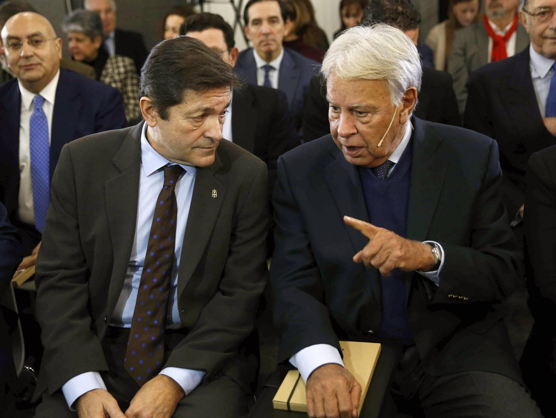 Javier Fernández y Felipe González, este martes.