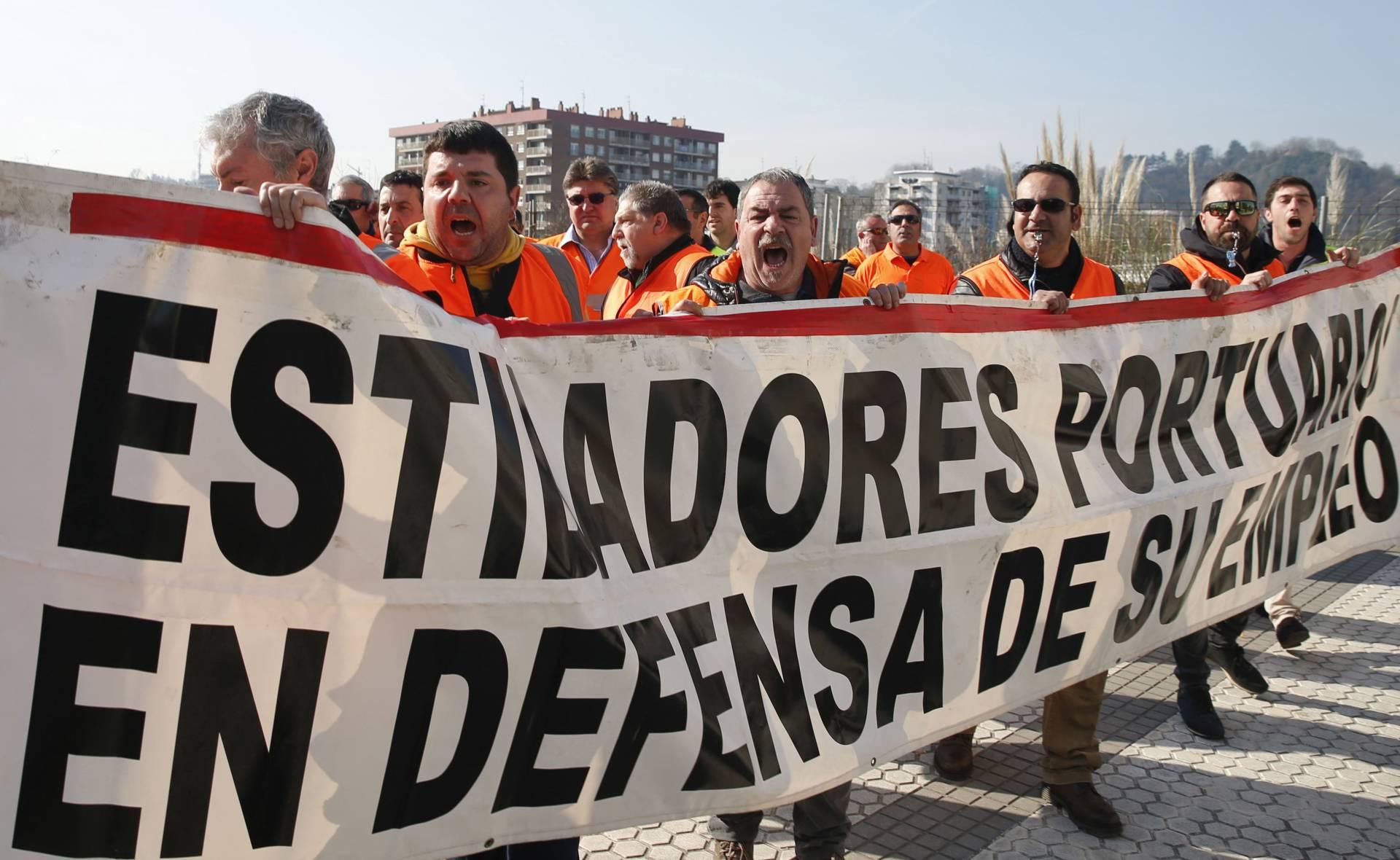 Protesta de un grupo de estibadores.