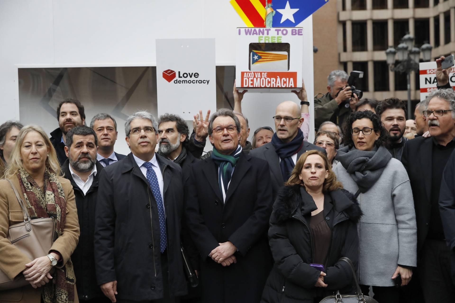 Francesc Homs junto a Artur Mas antes de ir hacia el Tribunal Supremo.