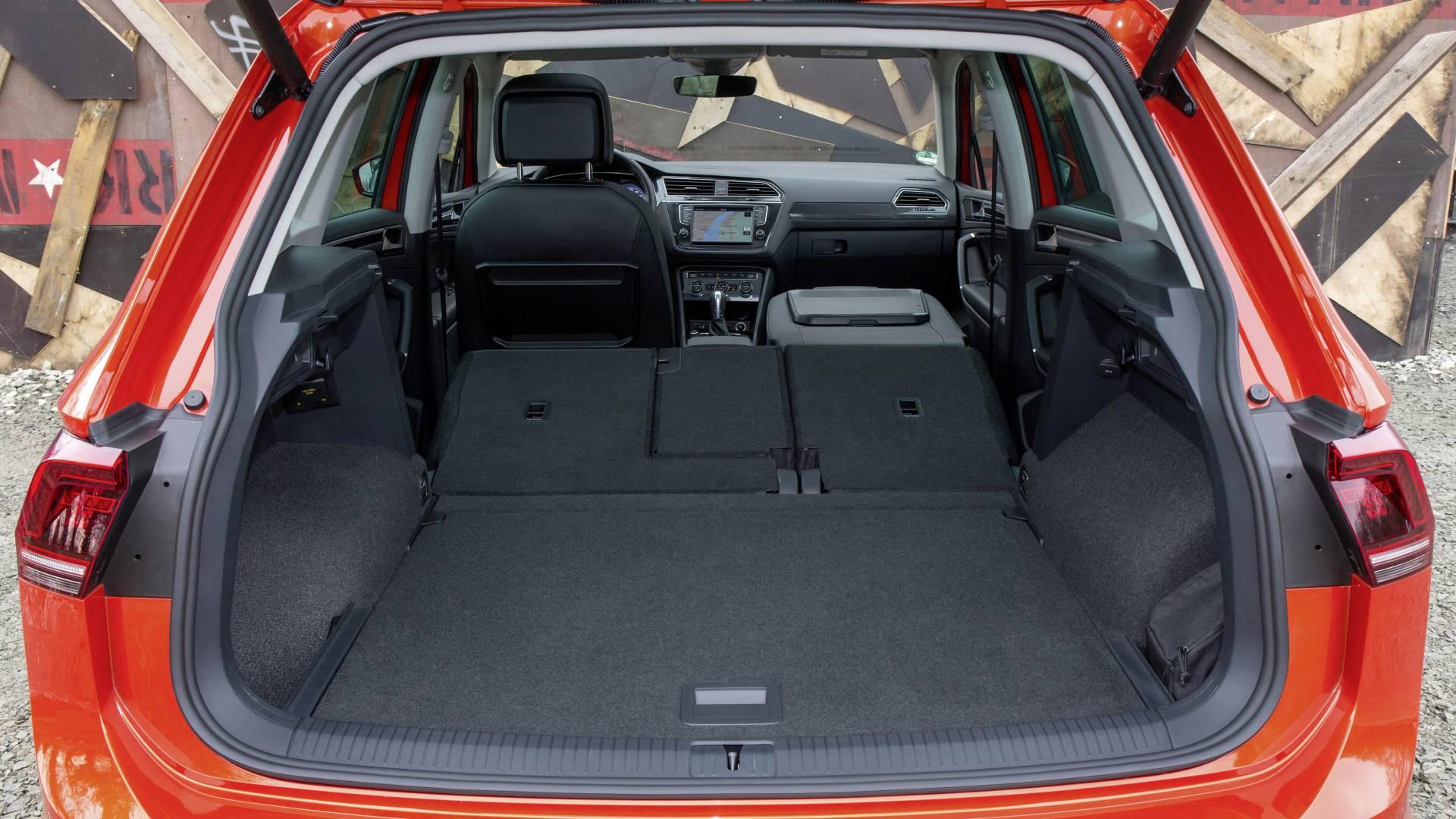 Abatiendo los asientos traseros, el volumen total de carga asciende a 1.655 litros. Además, la posibilidad de abatir el respaldo del asiento del acompañante posibilita poder transportar objetos largos.