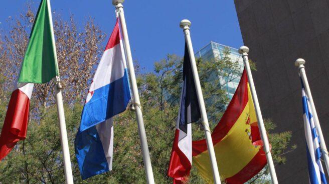 Banderas de Italia, Croacia, Francia, España y Grecia.