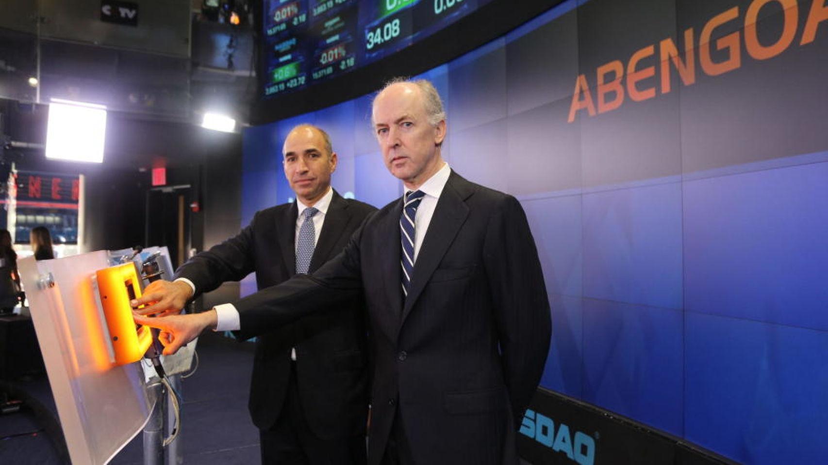En primer plano, Felipe Benjumea, expresidente de Abengoa, junto a Manuel Sánchez, ex consejero delegado del grupo.