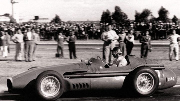 El piloto argentino Juan Manuel Fangio, en un Maserati de los años 50.