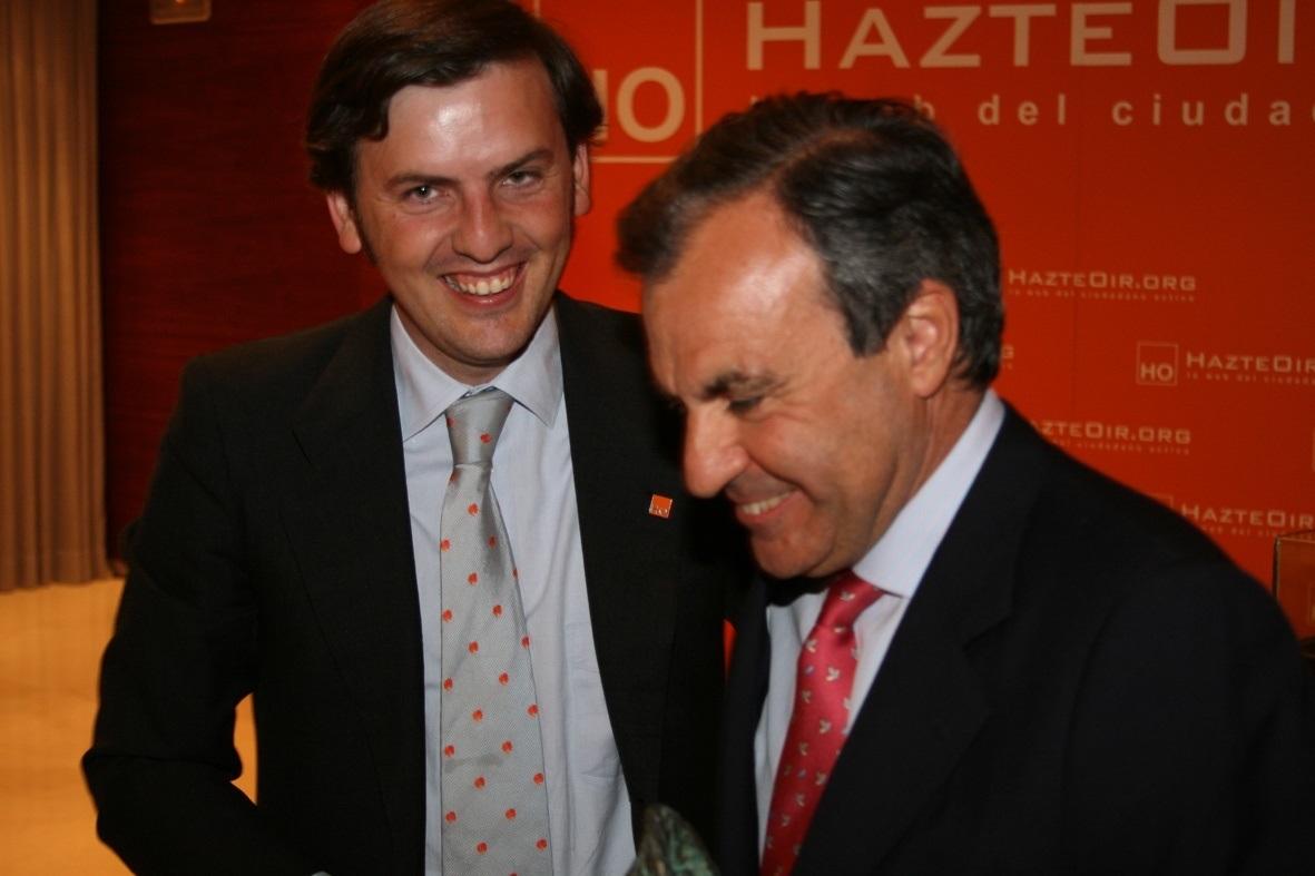 El ex parlamentario Luis Peral (d), junto a Ignacio Arsuaga, de la plataforma Hazte Oír.