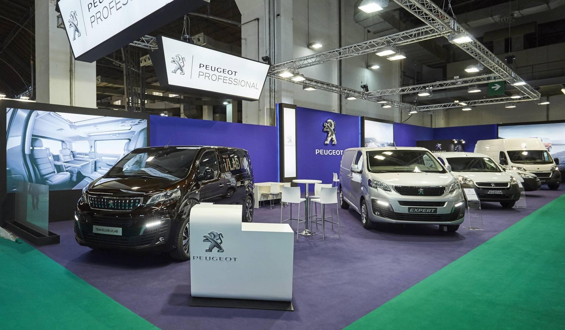 Vehículos Peugeot en el Salón de la Logística de Barcelona.