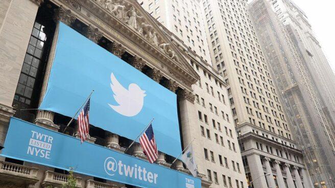 Fachada de Wall Street tras el debut bursátil de Twitter.