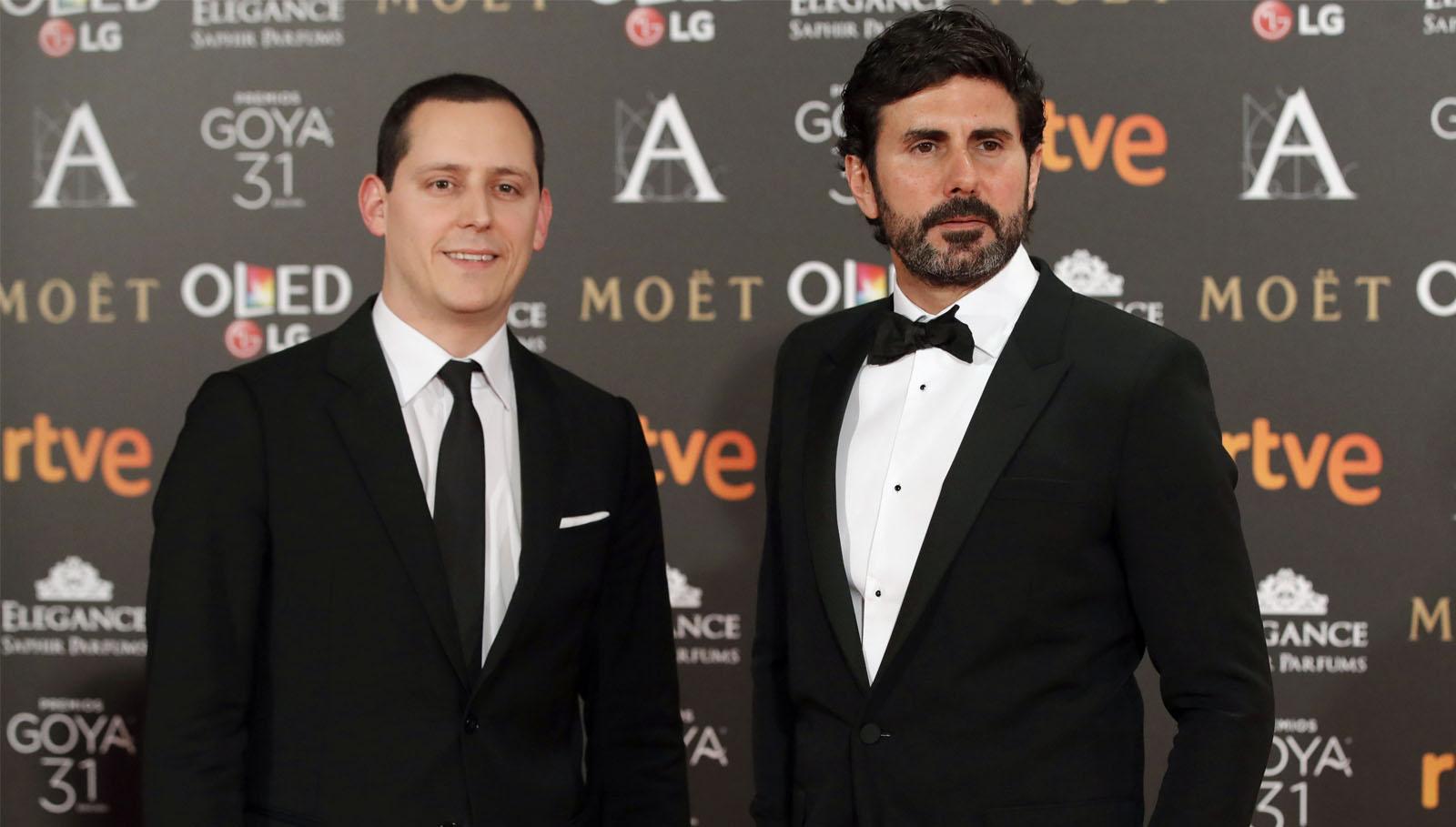 """Los realizadores Hernán Zin y Olmo Figueredo , candidatos al mejor documental por """"Nacido en Siria"""", a su llegada a la gala de entrega de los Premios Goya 2017."""