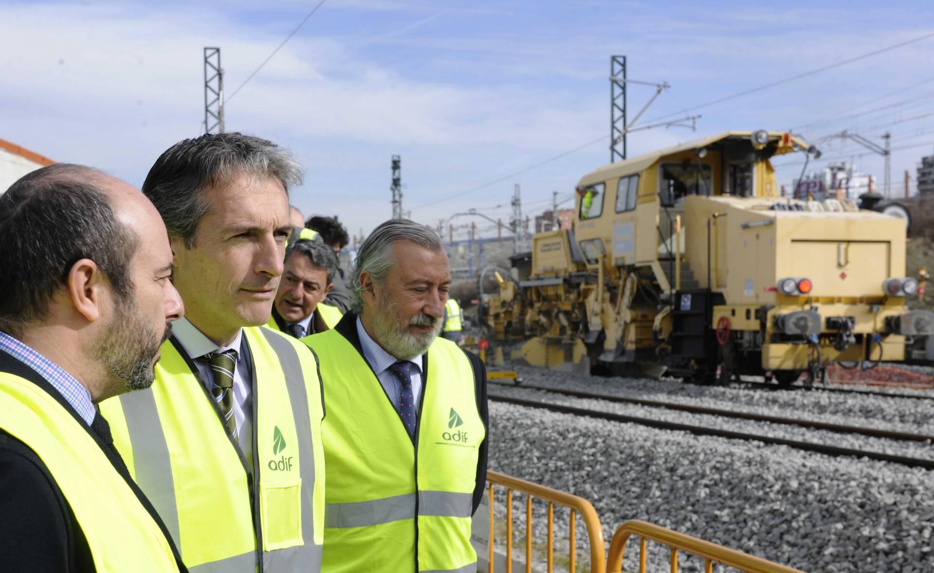 Ineco ofrece a Serna cinco rutas del AVE a Santander por un tope de 1.000 millones