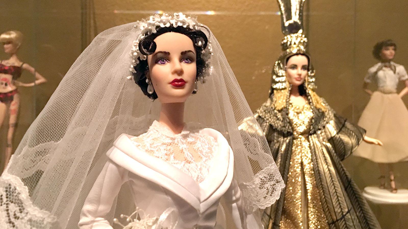 Barbie se ha encarnado en figuras de la historia, el arte y la cultura. En la imagen muñecas de Grace Kelly.