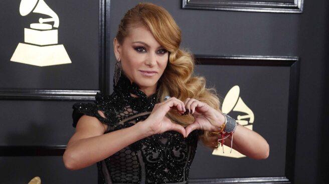 Paulina Rubio en la alfombra roja de los Premios Grammy.