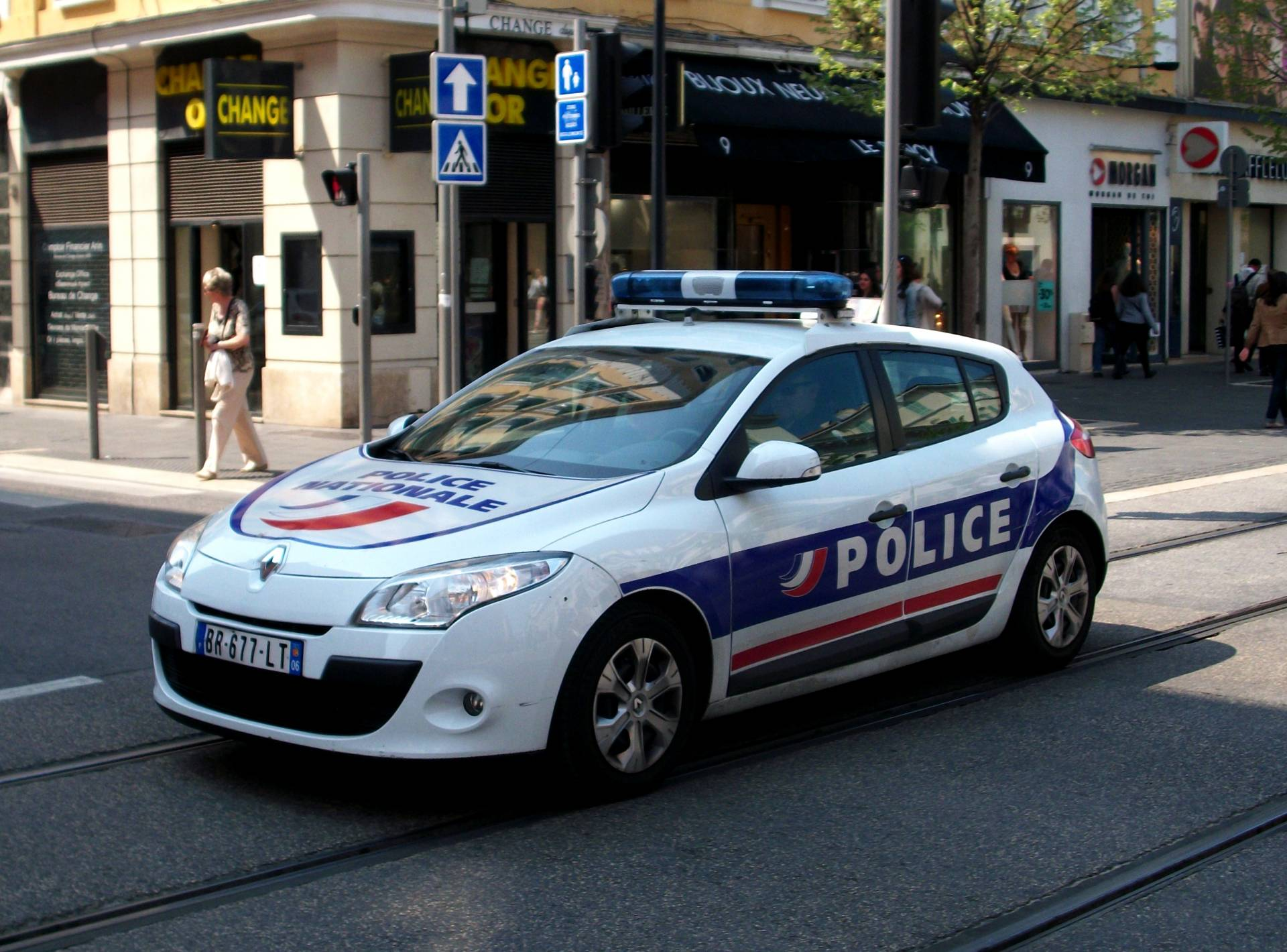 Un coche de la policía francesa.