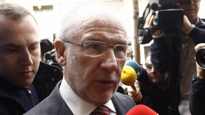 El ex vicepresidente del Gobierno Rodrigo Rato atiende a los periodistas.