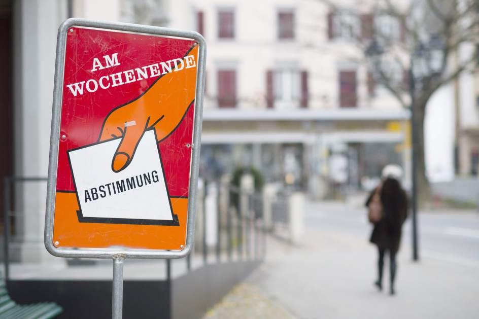 Un cartel en Suiza animando a los ciudadanos a votar.