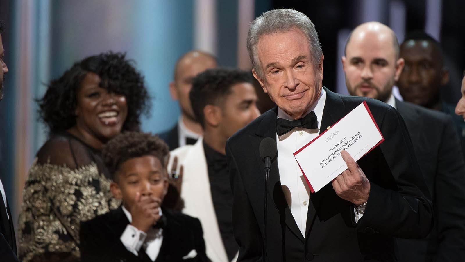 El actor no tuvo más remedio que pedir disculpas y explicar el origen de su error en la entrega. Es el momento más sonado de esta gala de los Oscar 2017.
