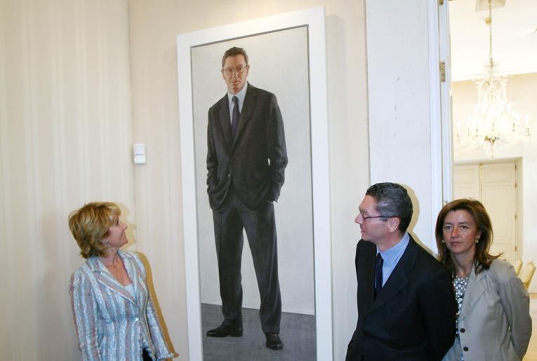 Aguirre, Gallardón y su esposa, en el año 2006, durante la presentación del cuadro del ex alcalde.