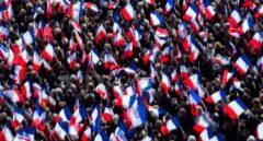 Seguidores del candidato conservador, François Fillon, le apoyan en pleno centro de París.
