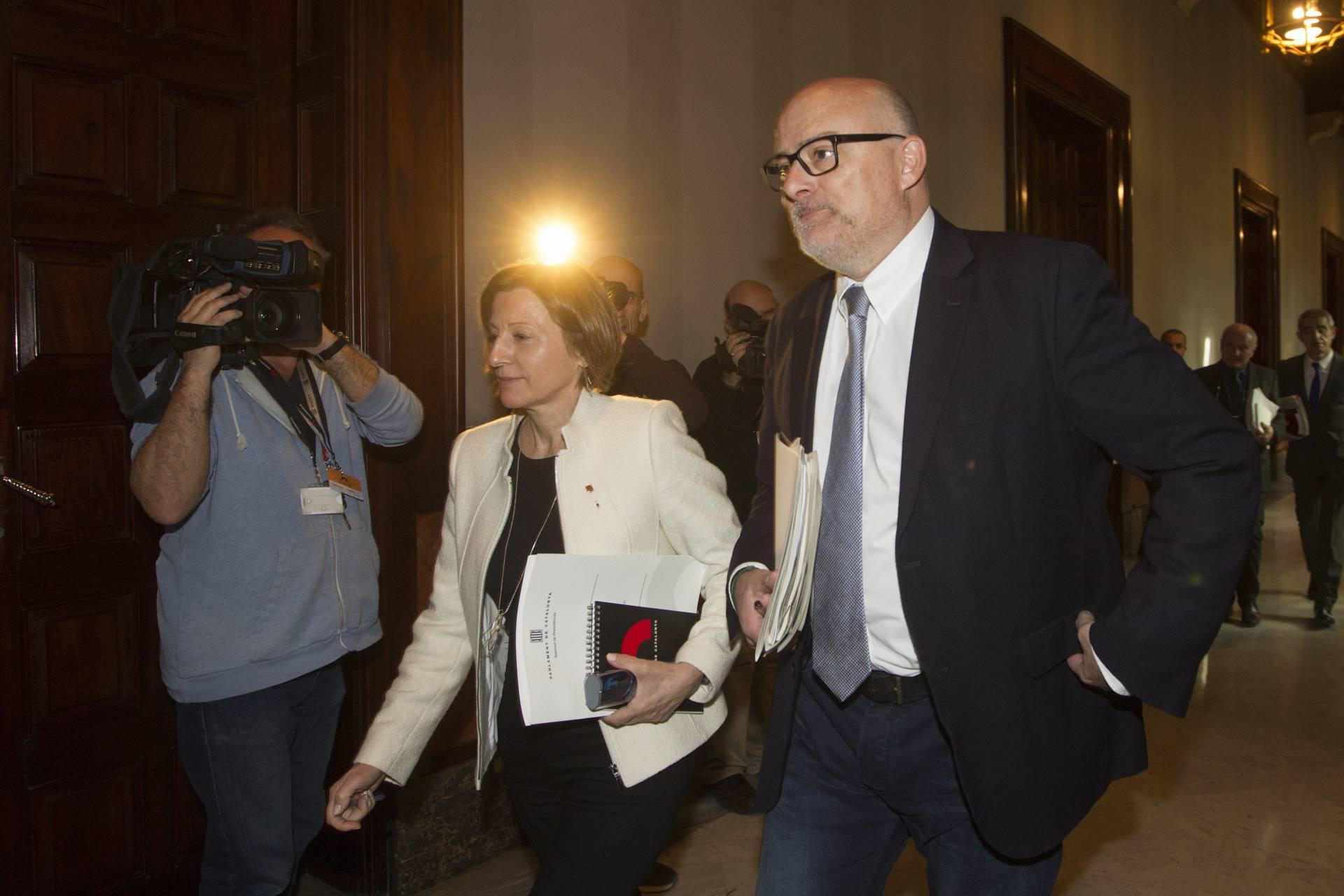 La presidenta del Parlament, Carme Forcadell, y el vicepresidente primero, Lluís M. Corominas,