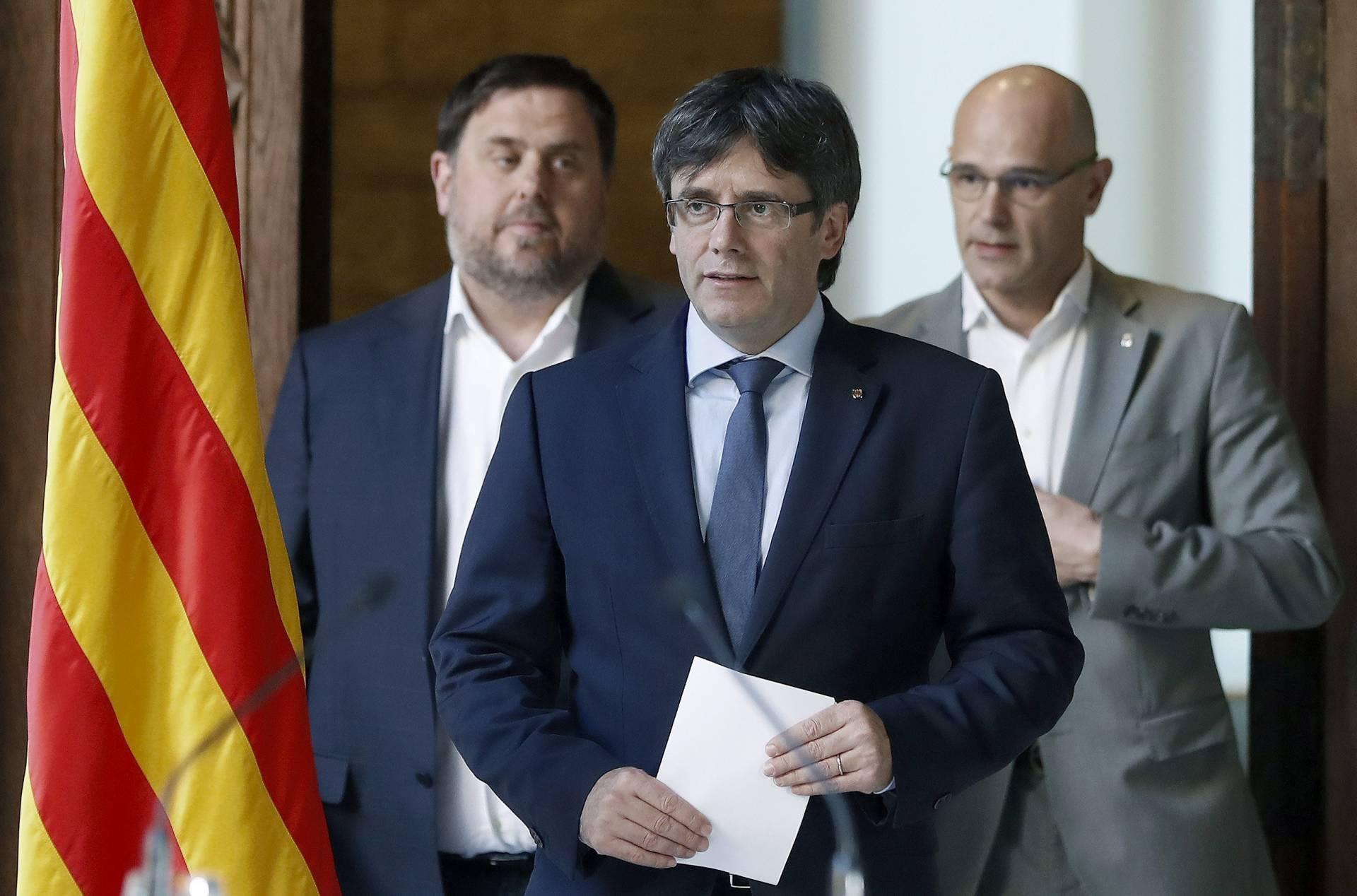 Puigdemont, con Junqueras y Romeva.