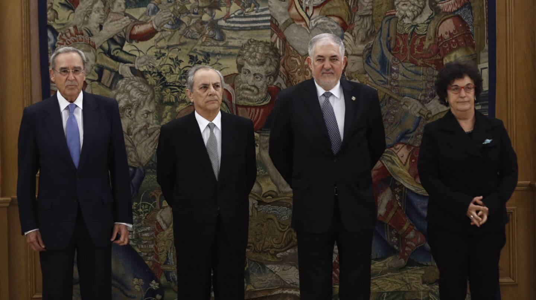 Los cuatro nuevos magistrados del Tribunal Constitucional Ricardo Enríquez (i), Alfredo Montoya (2i), Cándido Conde-Pumpido (2d) y María Luisa Balaguer (d),