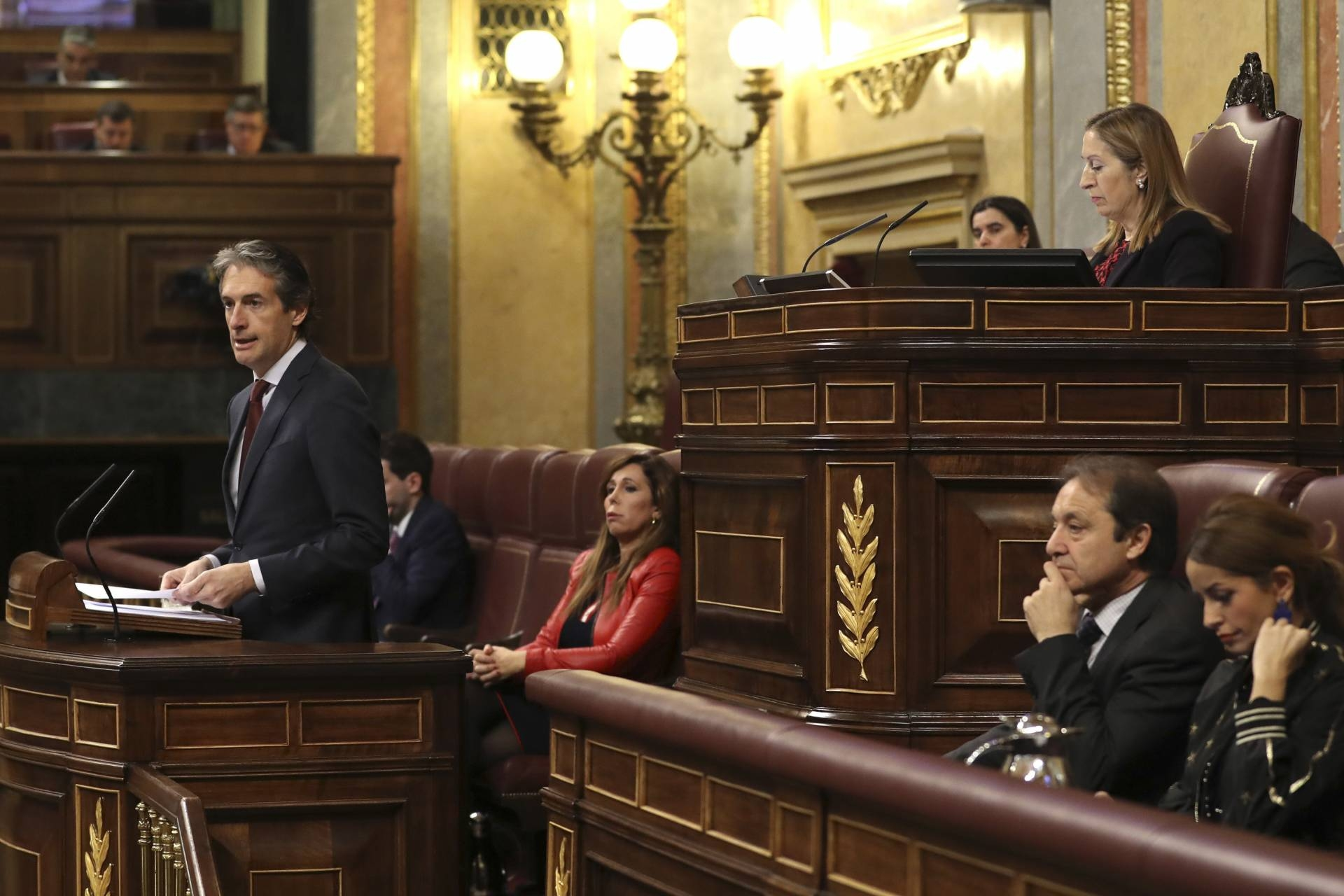 El ministro de Fomento, Íñigo de la Serna, en el Pleno del Congreso sobre el conflicto de los estibadores.