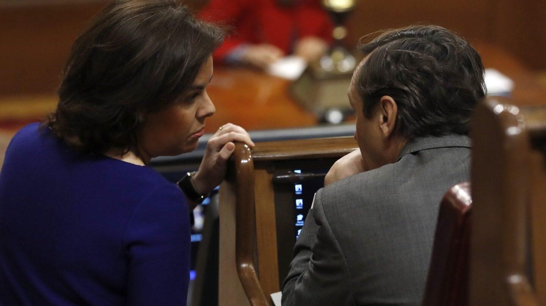 Soraya Sáenz de Santamaría y Rafael Hernando.
