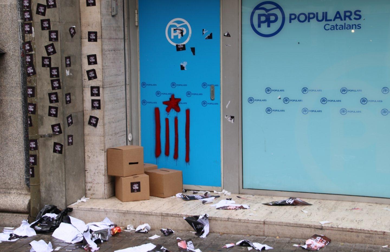 Sede del PP catalán, tras los altercados.