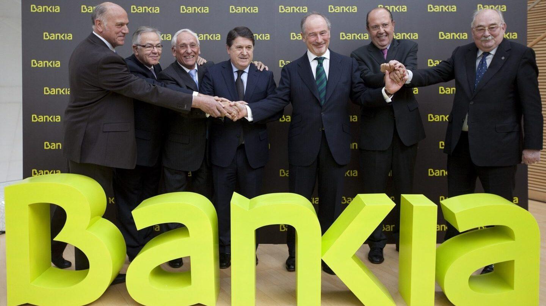 Foto de familia de la creación de Bankia, liderada por Rodrigo Rato y José Luis Olivas.