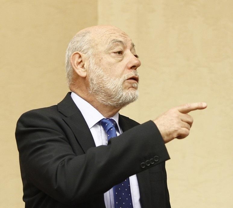 José Manuel Maza, fiscal general del Estado, gesticula en una comparecencia pública.