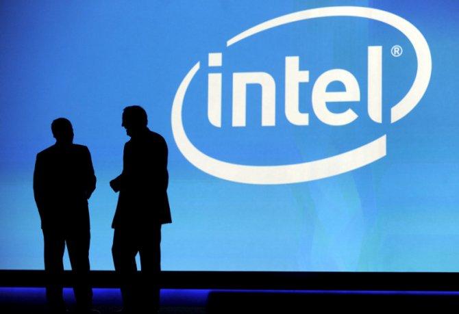 Dos ejecutivos, durante una presentación de Intel.