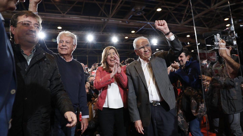 Fernández Vara, Felipe González, Susana Díaz y Guerra en la presentación de la candidatura de la presidenta andaluza en el PSOE.