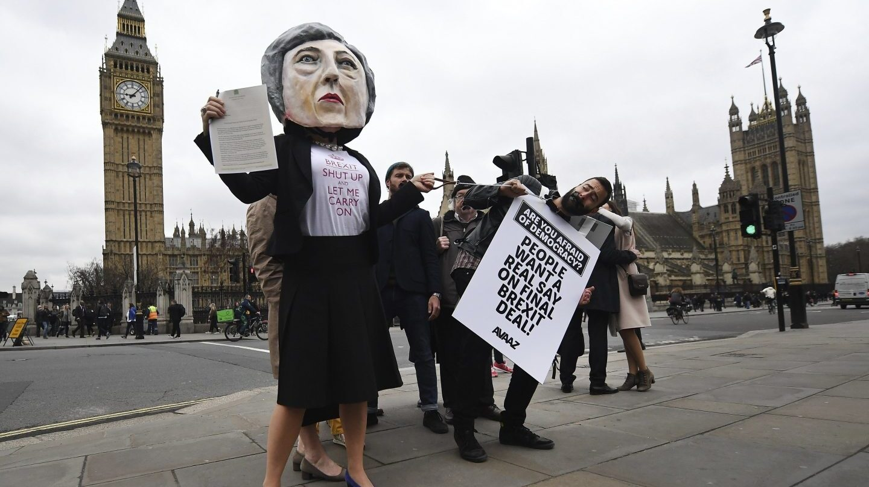 Protesta ante el Parlamento británico contra el Brexit.