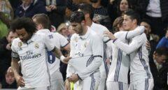 Los jugadores del Real Madrid celebran un gol durante un partido de Liga esta temporada.