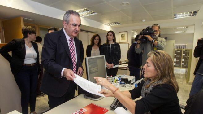 Rafael Gónzalez Tovar presenta la moción de censura del PSOE de Murcia.
