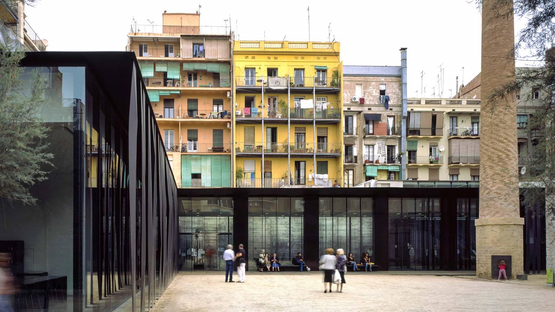 Biblioteca Joan Oliver en el barrio de Sant Antoni Barcelona, 2007.