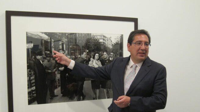 El presidente de la Fundación Cajasol, Antonio Pulido, en la inauguración de una exposición de fotografías.